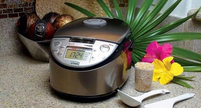 Nấu cơm trắng bằng nồi cơm điện cao tần National